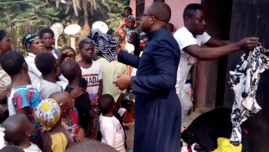 Photo of Priests Bring Consolation To Anglophone Crisis Victims In Boyo