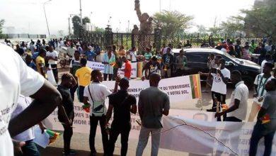 Photo of Anti-Macron protest in Yaounde, Douala: Manipulation or Patriotism?