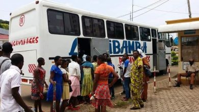 Photo of Passengers undergo compulsory coronavirus test as one dies on transit