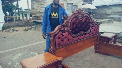 Photo of Meet a Buea-based carpenter offering free training to young boys as the Anglophone crisis deepens.